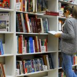 chica-biblioteca-archivo custom post type
